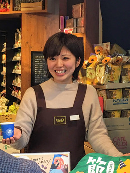 コーヒー豆や世界各国の食品に囲まれて、楽しくお仕事しませんかとにかく元気な方なら大歓迎!